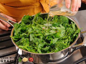 add wine to rapini