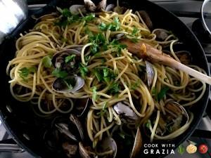 spaghetti clams artichokes